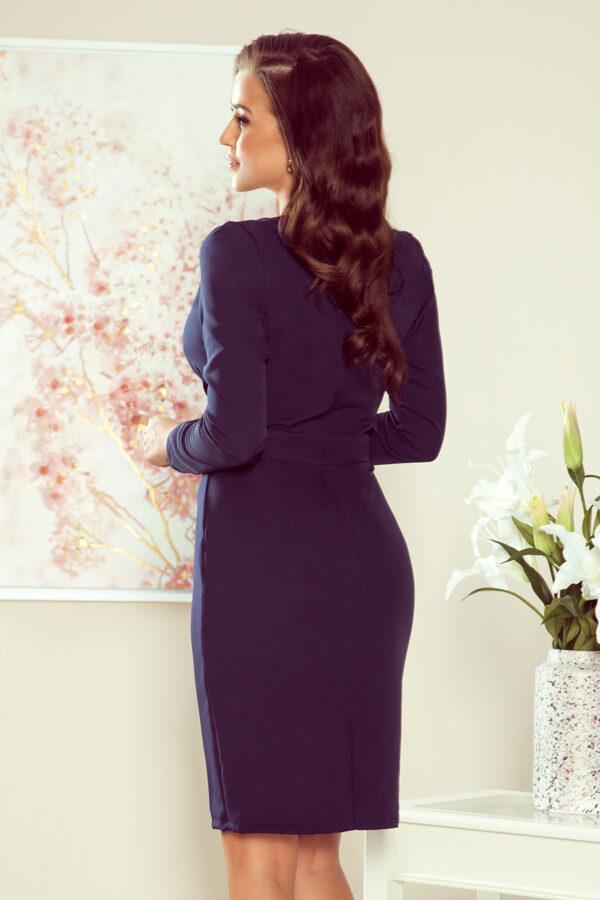 MIA kjole med smuk halsudskæring – Marineblå fås hos Dahl Copenhagen