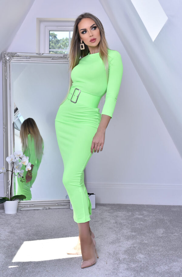 Eliana Kjole med Bælte Neongrøn fås hos Dahl Copenhagen