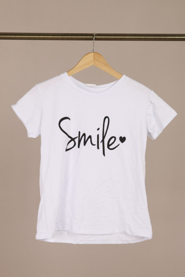 Smile T-shirt Hvid fås hos Dahl Copenhagen