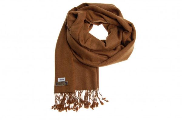 Aflangt kashmir tørklæde i brun fås hos Dahl Copenhagen