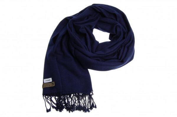 Aflangt kashmir tørklæde i mørkeblå fås hos Dahl Copenhagen