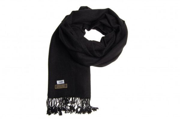 Aflangt kashmir tørklæde i sort fås hos Dahl Copenhagen